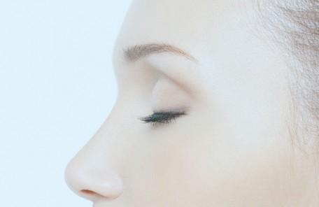 腫れぼったいまぶたをスッキリ まぶたが厚い・腫れぼったい方は上瞼の脂肪を除去することにより、スッキリとした目元になります。