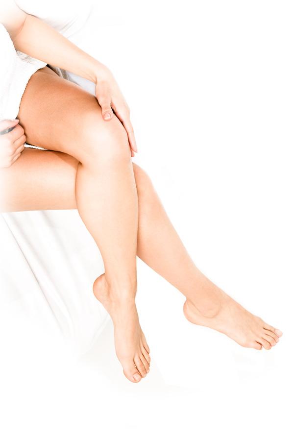 大陰唇増大術は、痩せた大陰唇にヒアルロン酸を注入し、ふっくらさせ形を整える治療です。 下着や水着を着た時に膨らむ部分でもあり、適度にふっくらとしていた方が若々しい印象を与えます。 妊娠や出産、加齢によってハリがなくなりシワができることもあります。女性器が下着に擦れて痛みを伴ったり、黒ずんでくることがあります。 パートナーから指摘されるなど、形やシワなどの外見でお悩みの方に適しています。